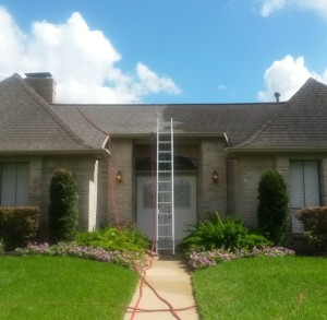 Roof-Cleaning-In-The-Woodlands-Texas-1024x576