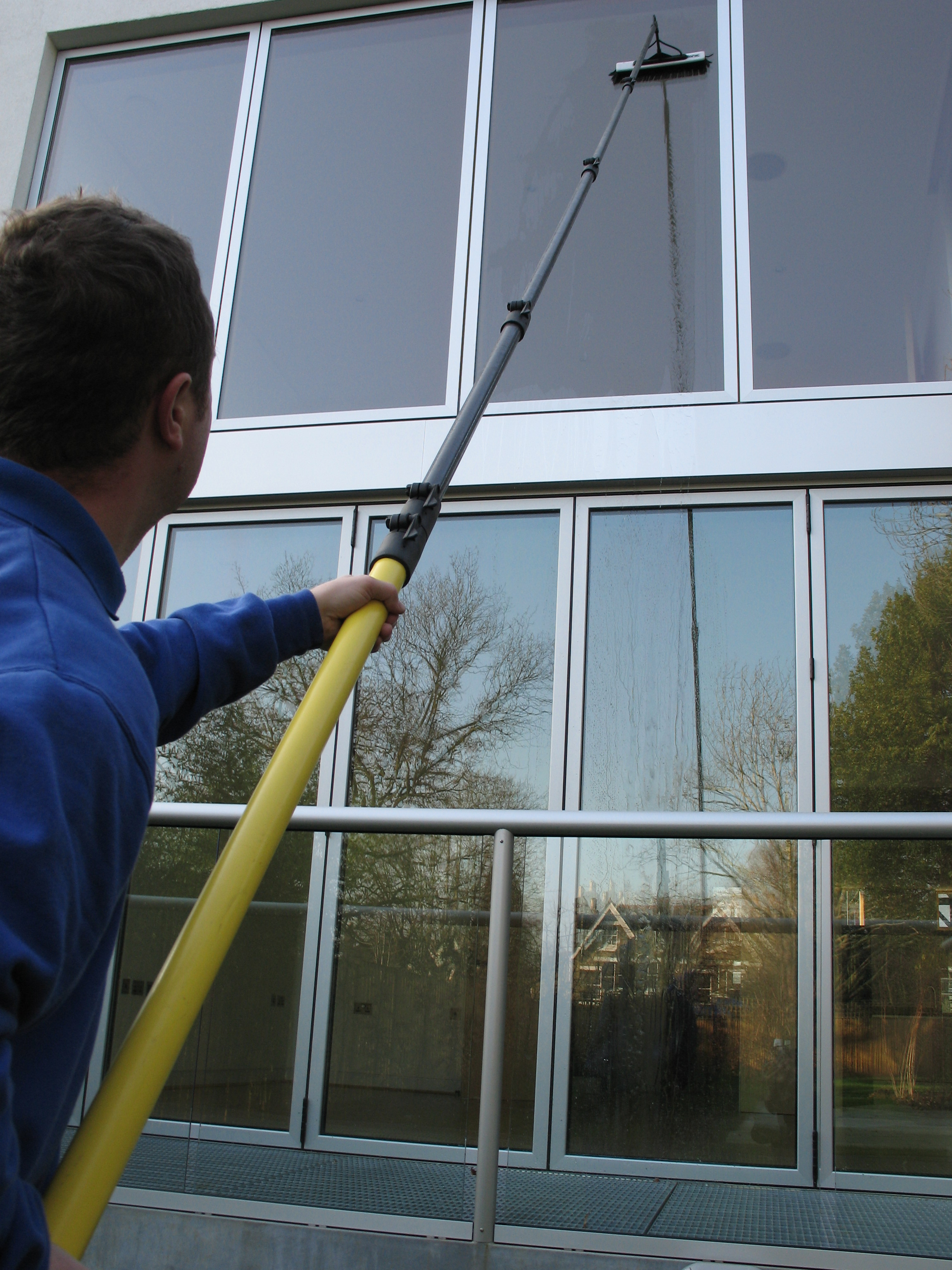 how to clean sandy windows